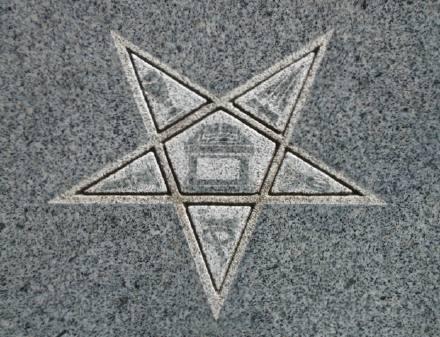 http://cemeteries.files.wordpress.com/2006/09/eastern_star_symbols.jpg